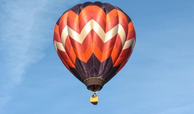 Ballonfahrt mit blauem Himmel in Rochlitz