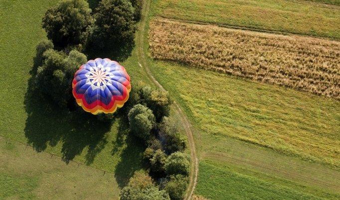 Ballonfahrt mit blauem Himmel in Bayreuth