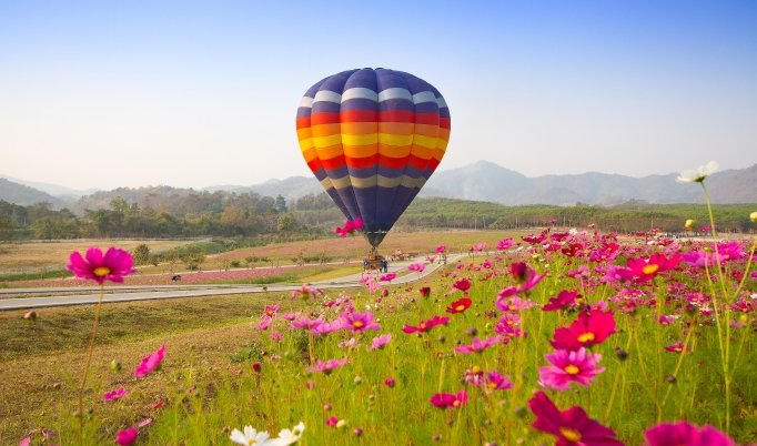 Ballonfahrt mit blauem Himmel in Bamberg
